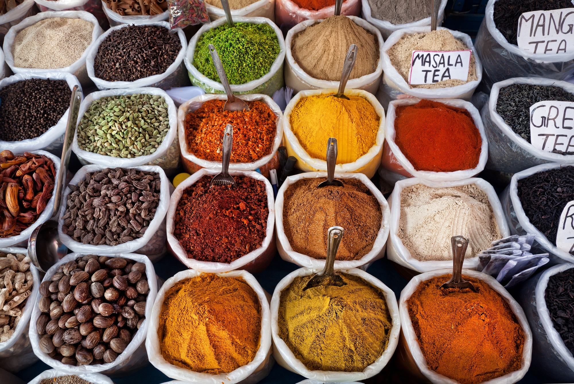 indian-colored-spices-at-anjuna-flea-market-in-goa-india-1
